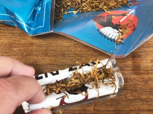 アメリカンスピリット・ターコイズオーガニックを手巻きスタイルで喫煙